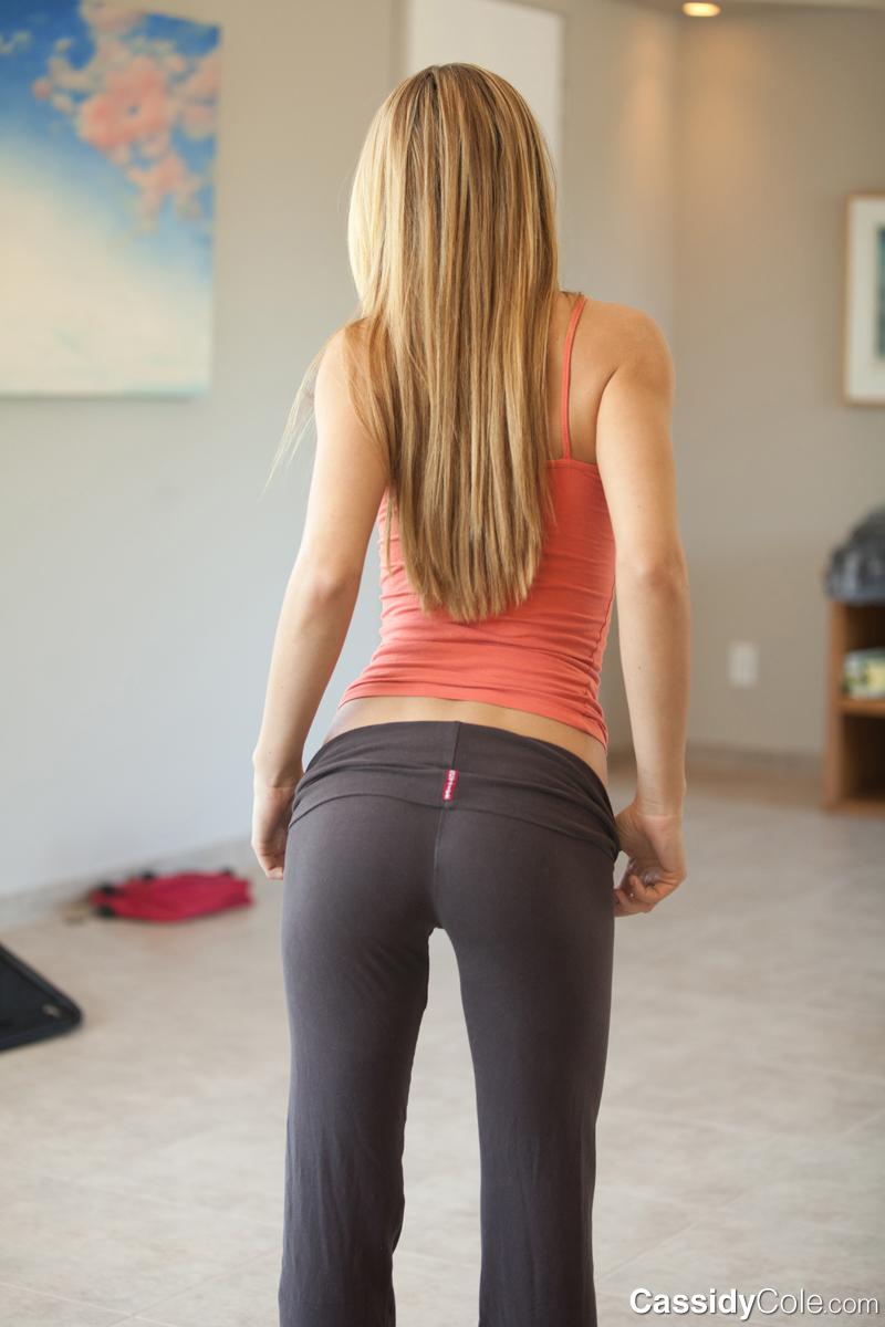 Hot Cheerleader Yoga Pant Porn -