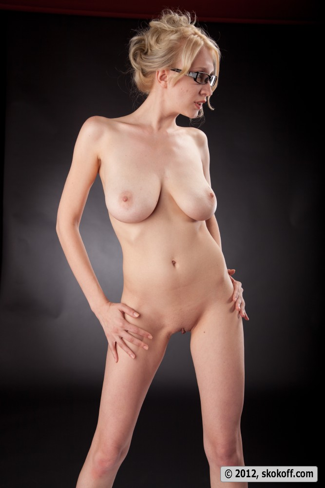 image Busty flexi spandex doll gets stretched