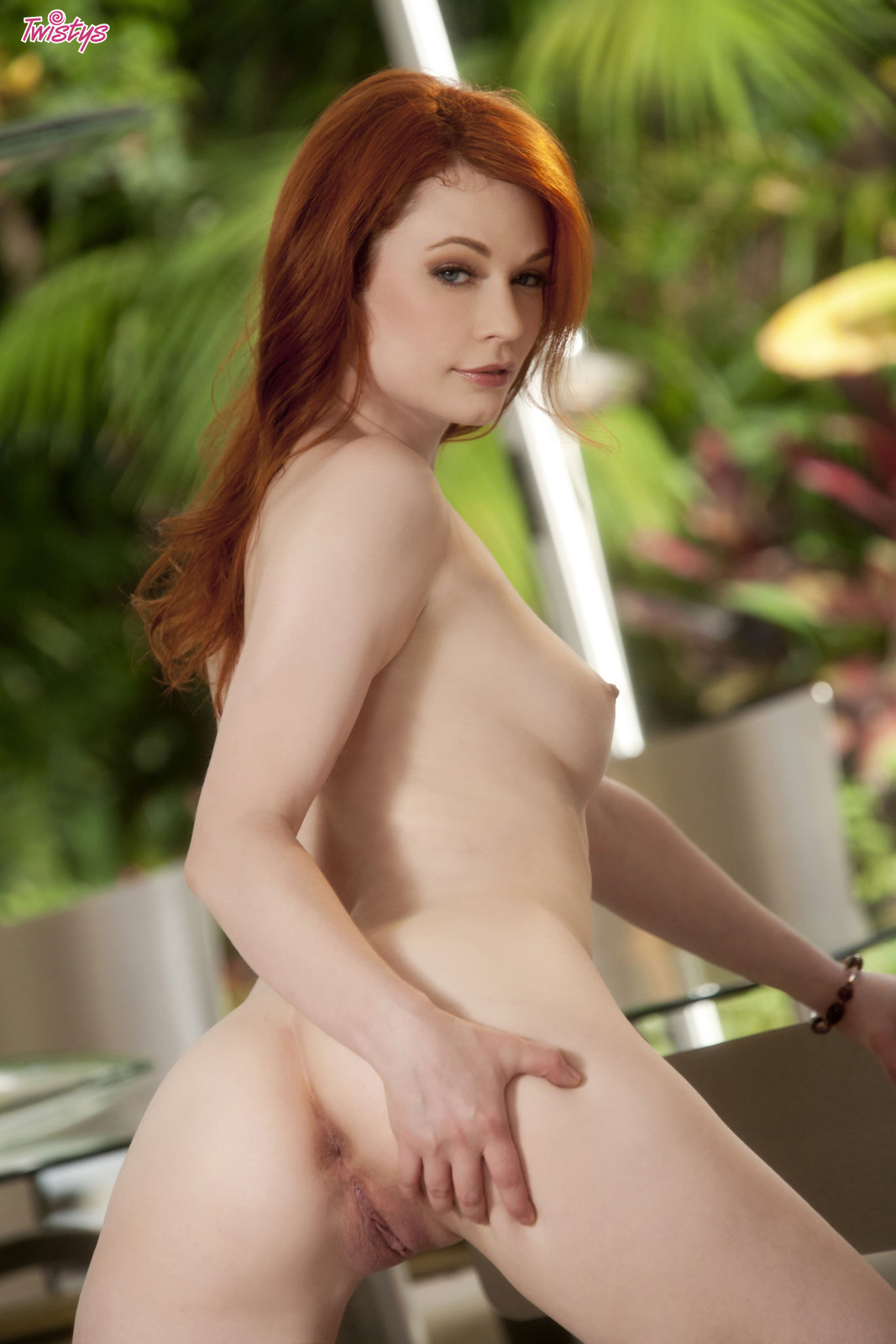 Justine Joli gently massages buttress beg for ...