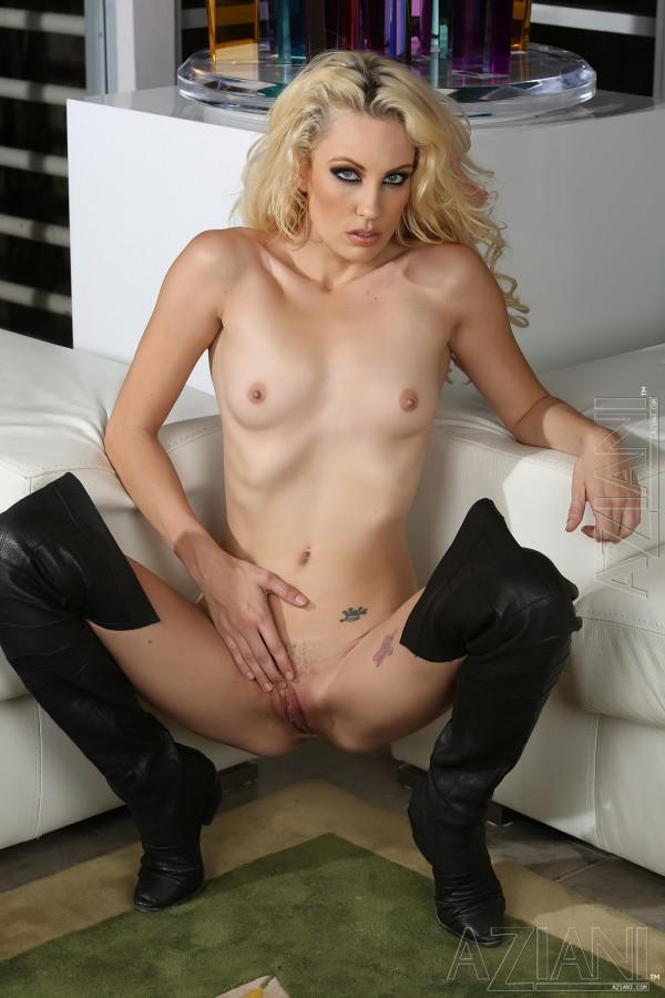 naked Kiara diane