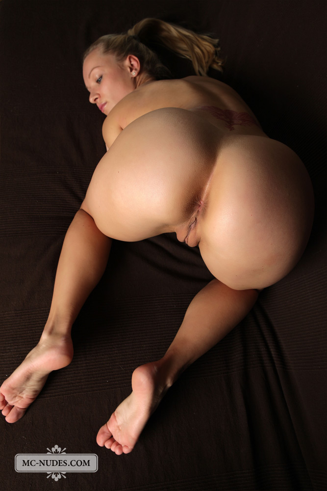 Nude small big ass women waist